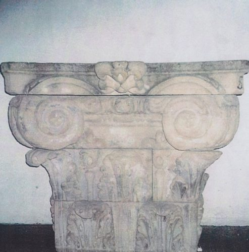 Northern Italian Workshop - Limestone Capitol - Height 97 cm